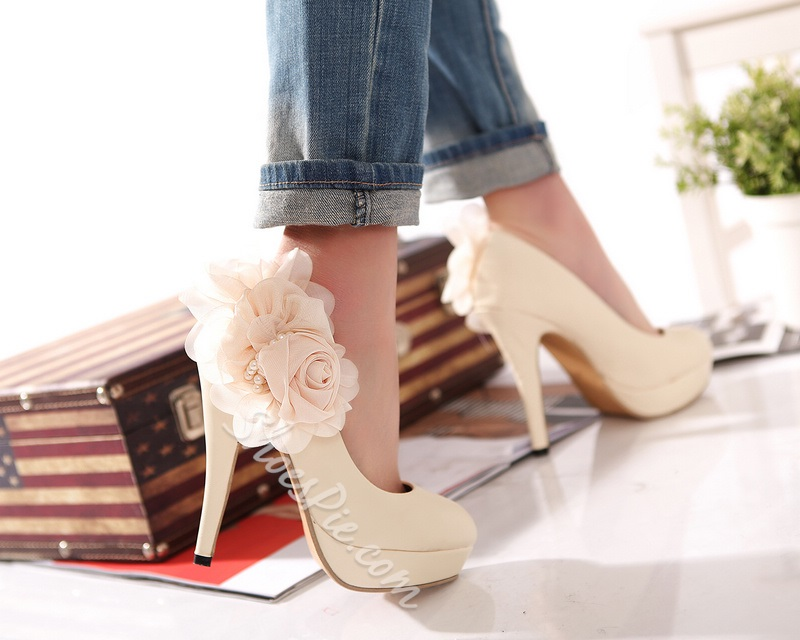 Gracious Stiletto Heels with Lovely Flower
