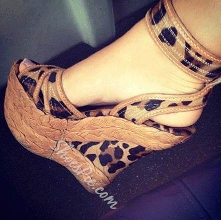 Shoespie Comfortable Wedge Heel Leopard Grain Ankle Strap High Heel Sandals
