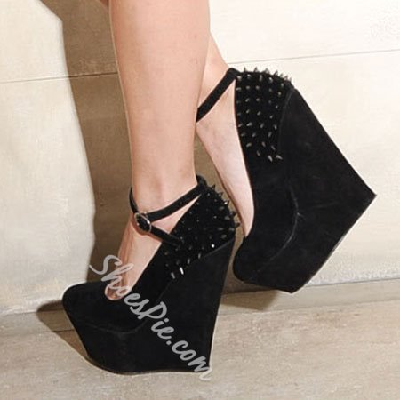 New Arrival Comfortable Wedge Heel Shoes with Rivets Decoration