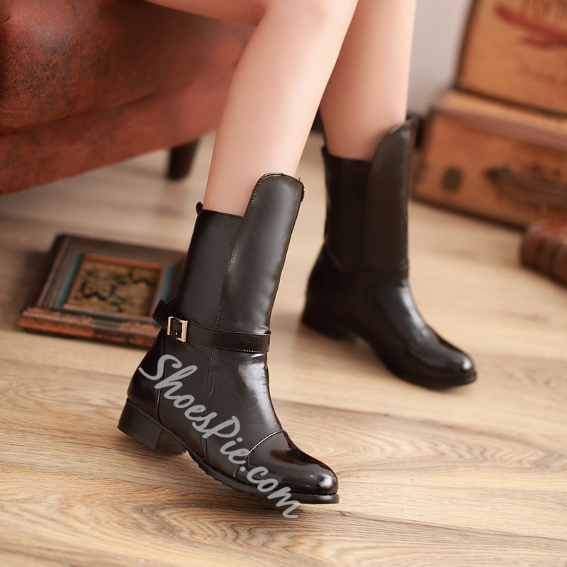 Asymmetric Decorated Buckle Solid Color Round-Toe Flat Boots