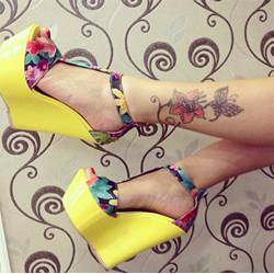 Elegant Flower Print Wedge Sandals