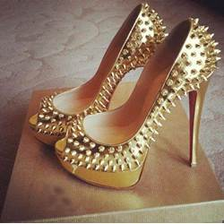 Shoespie Unique Rivets Peep-Toe Golden Platform Heels