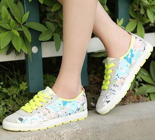 Sweet Girl Flower Print Lace-Up Canvas Shoes