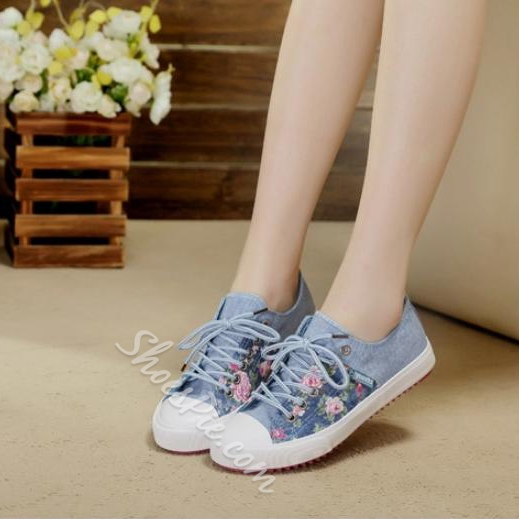 Gorgeous Flower Print Lace-up Canvas Shoes
