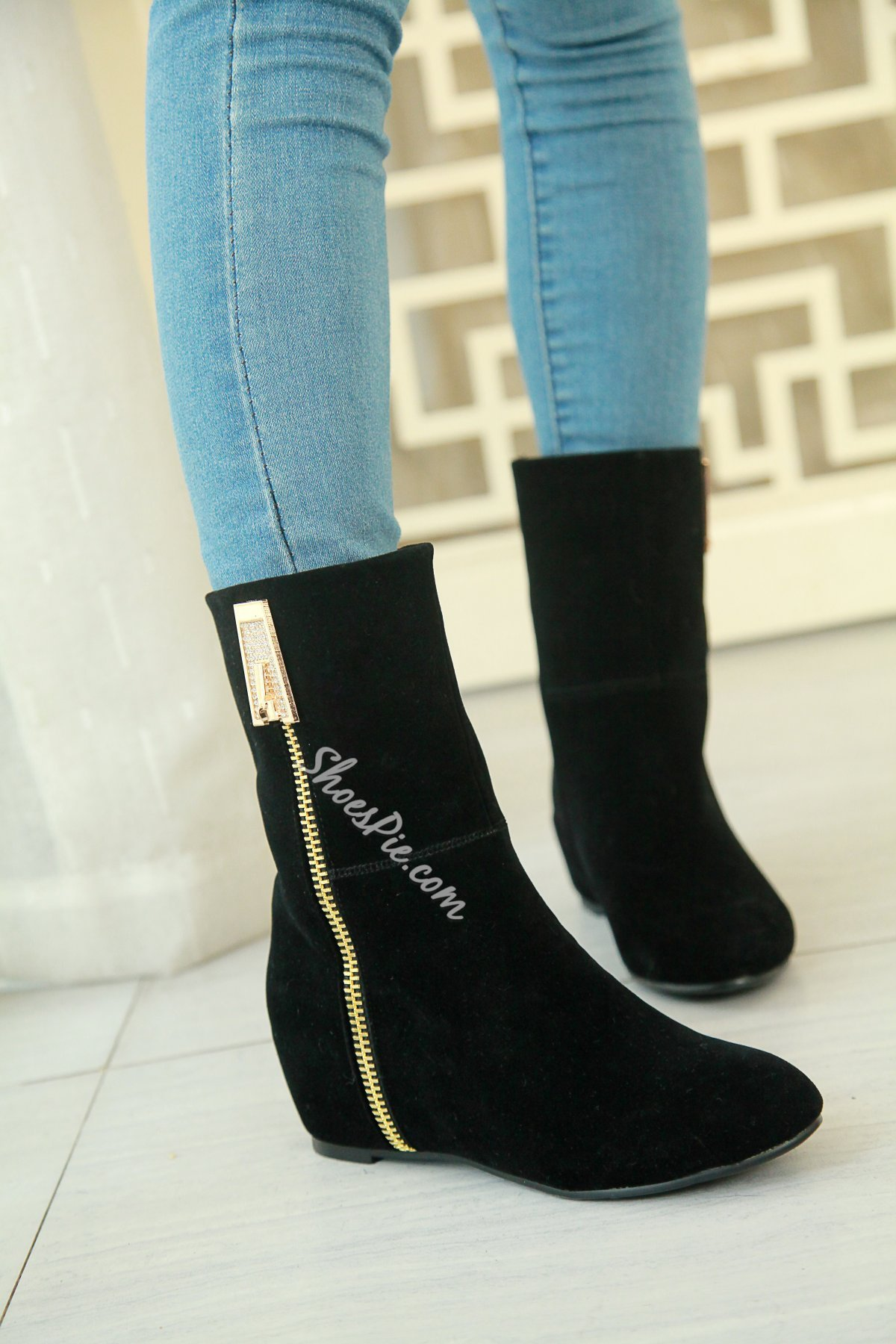 Pretty Side Zipper Decorated Flat Boots