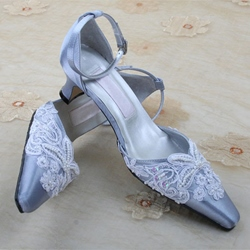Elegant Appliques Point Toe Ankle Strap Bridal Shoes