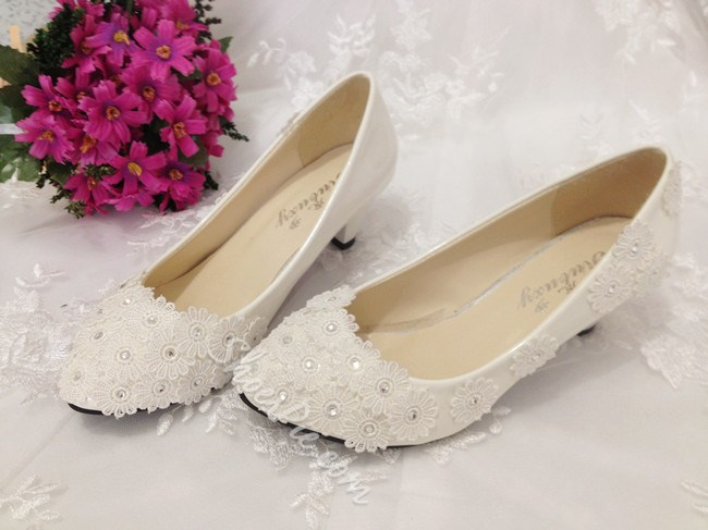 Unique Lace Flowers Mid Heel Bridal Shoes