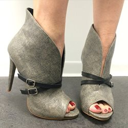 Shoespie Retro Strap Buckle Decorated Peep-Toe Ankle Boot