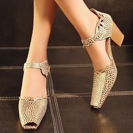 Shoespie Cut-outs Peep-toe Square Heels