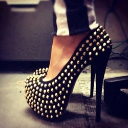 Shoespie Rivets Round-toe Platform Stiletto Heels
