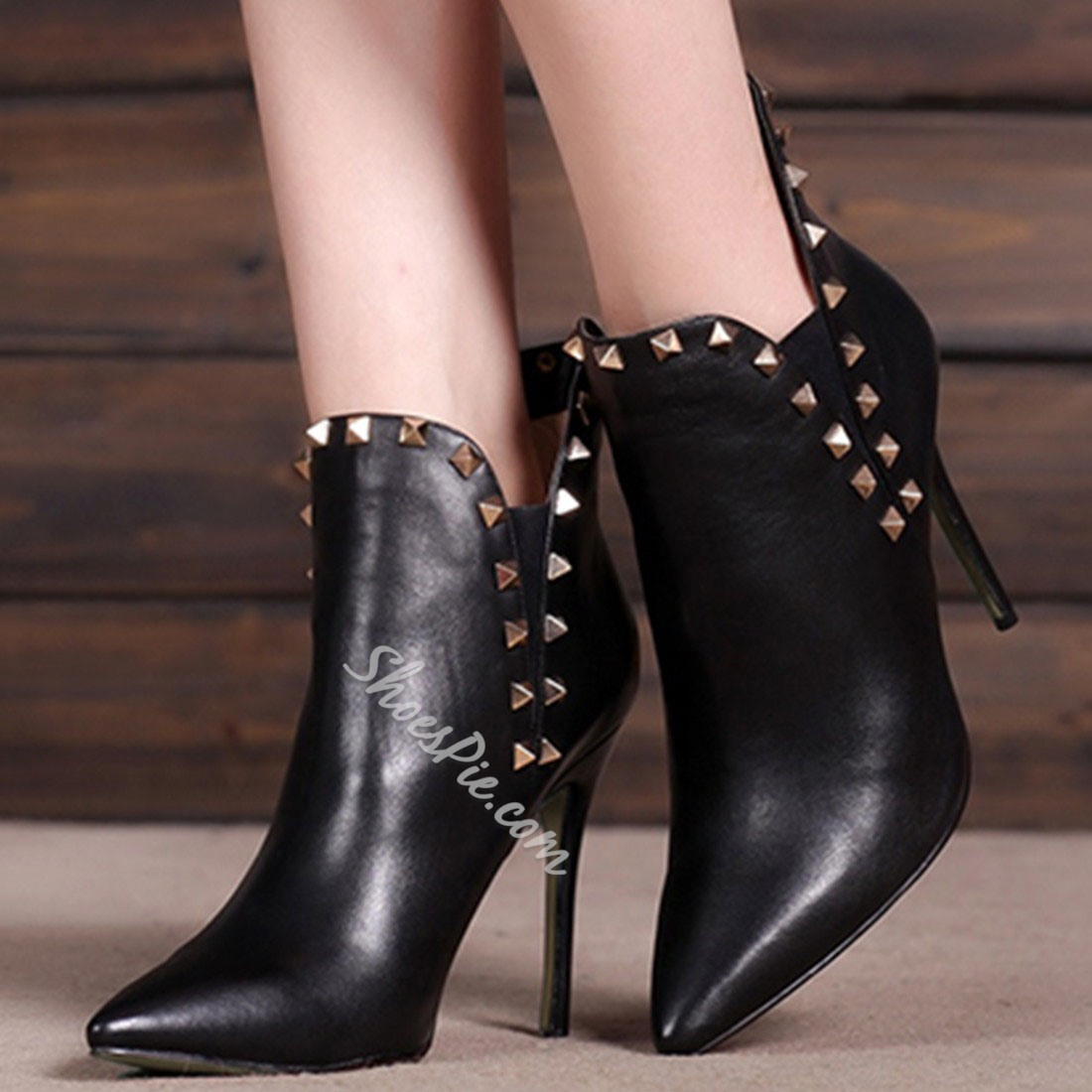 Shoespie Rivets Pointed-toe Ankle Boots