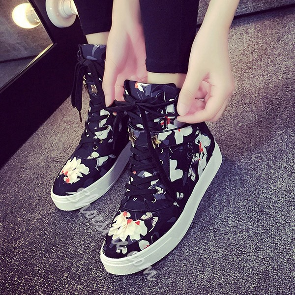 Shoespie Vintage Flower Print Star Shape Rivets Decorated Velcro Sneakers