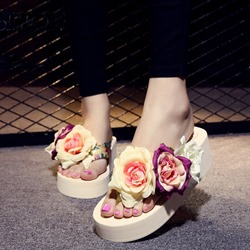 Shoespie Delicate Triple Color Flowers Appliques Thong Slippers