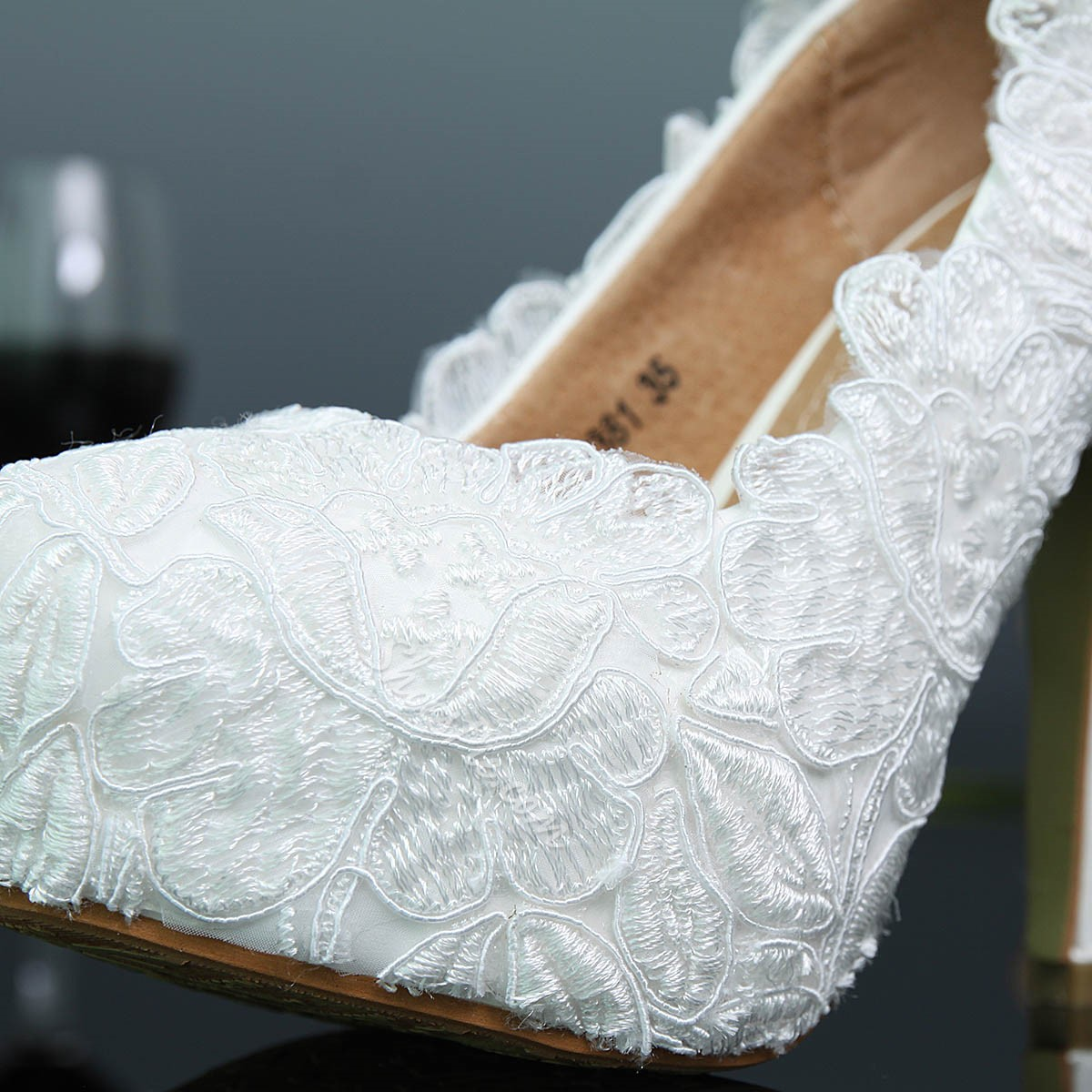 Shoespie Pure White Lace Appliqued Stiletto Heel Bridal Shoes
