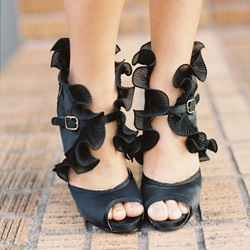 Shoespie Black Color Falbala Decorated Dress Sandals