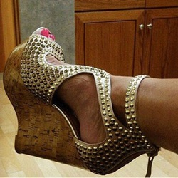 Shoespie Golden Spikes Decorated Wedge Sandals