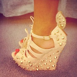Shoespie White Spikes Wedge Sandals