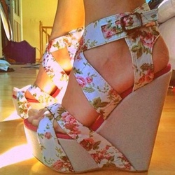 Shoespie Super High Heel Flower Print Wedge Sandals