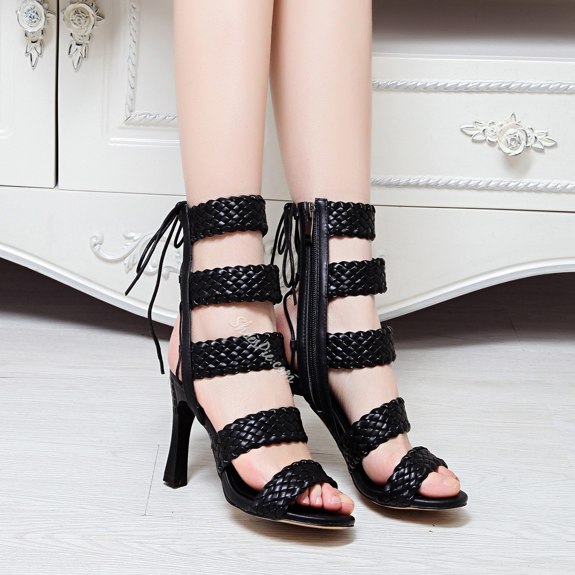 Shoespie Wide Stripes Lace Up Gladiator Sandals
