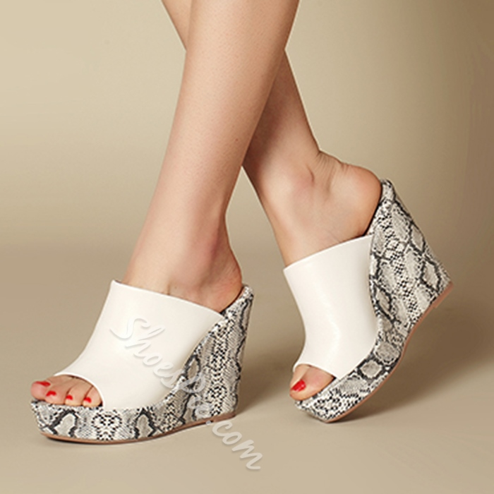 Shoespie Snakeskin Print Wedges