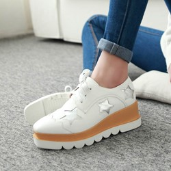 Shoespie Star Print Lug Sole Sneakers