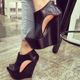 Shoespie Solid Color Cut-Outs Peep-Toe Wedge Sandals