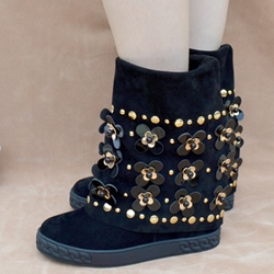 Shoespie Black Metal Flower Appliqued Flat Boots