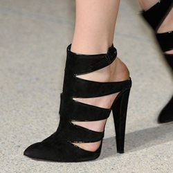 Shoespie Black Pointed Toe Laser Cut Sandals