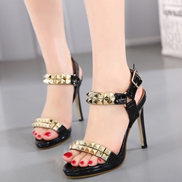 Shoespie Patent Leather Square Rivets Sandals