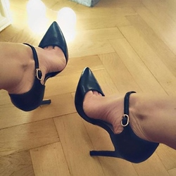 Shoespie Chic Black Pointed Toe Ankle Wrap Stiletto Heels