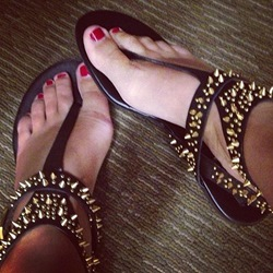 Shoespie Black Irregular Spikes Flat Sandals