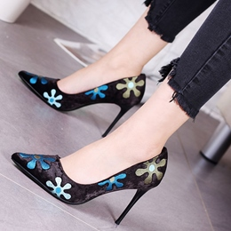 Shoespie Gorgeous Flower Appliqeud Stiletto Heels