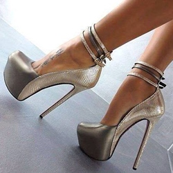 New Fashion Pretty Girl Wearing Platform Heels