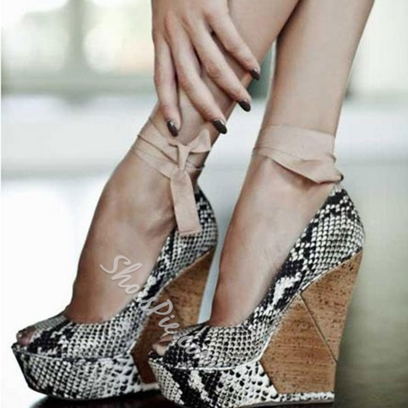Good-Looking Snake Skin Wedge Heels