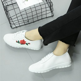 Shoespie Hollow Flora Embroidery Sneakers