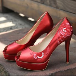 Shoespie Delicate Red Floral Embroidered Platform Heels