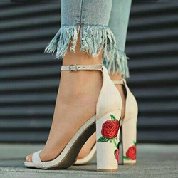 Shoespie Flora Embroidery Line-Style Buckle Chunky Heel Sandals