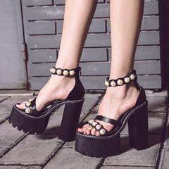 Shoespie Pearls Decorated Chunky Heel Platform Sandals