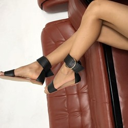 Shoespie Wide Ankle Strap Flat Sandals