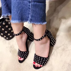Shoespie Round Rivets Ankle Strap Chunky Heel Sandals