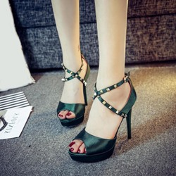 Shoespie Peep Toe Cross Strap Square Rivets Platform Sandals