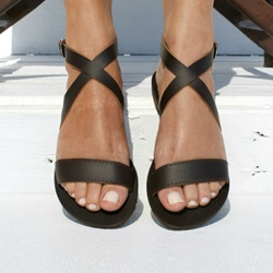 Shoespie Trendy Buckle Open Toe Flat Plain Sandals