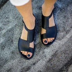 Shoespie Black Trendy Open Toe Flat With Buckle Sandals