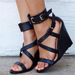 Sshoespie Trendy Black Buckle Heel Covering Wedge Heel Sandals
