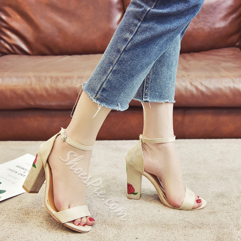 Shoespie Embroidery Buckle Chunky Heel Flower Sandals