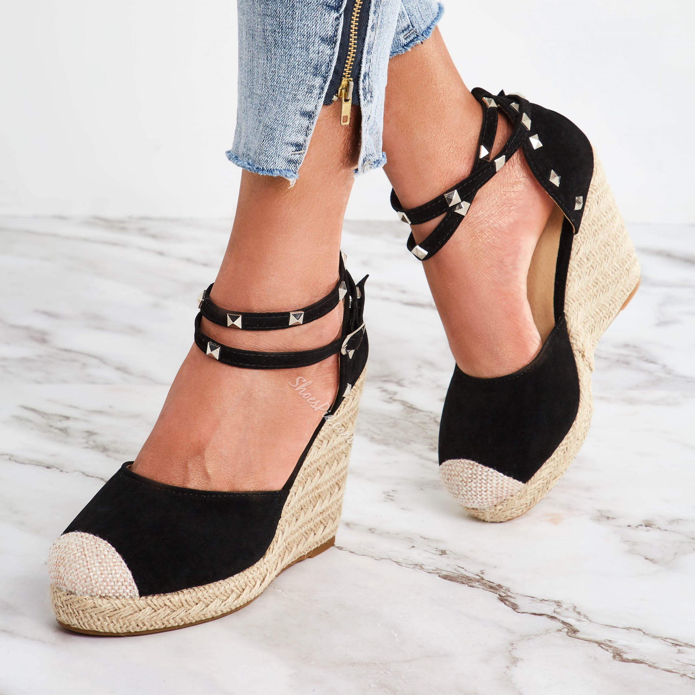 Shoespie Stylish Buckle Closed Toe Rivet Wedge Sandals