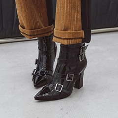Shoespie Trendy Chunky Heel Side Zipper Pointed Toe Buckle Boots