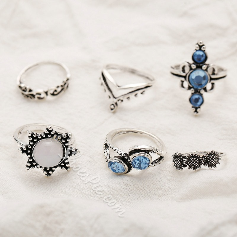 Gemmed Alloy Vintage Holiday Rings