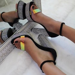 Shoespie Sexy Chunky Heel Line-Style Buckle Heel Covering See-Through Sandals