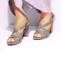 Shoespie Sexy Chunky Heel Peep Toe Buckle Low-Cut Upper Sandals